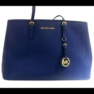 Large Micheal Kors purse with matching wallet.